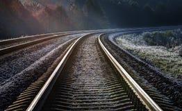 Mañana escarchada del otoño en el ferrocarril Imagen de archivo