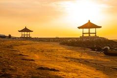 Mañana hermosa en la playa de Karang, Sanur en Bali, Indonesia Fotos de archivo libres de regalías