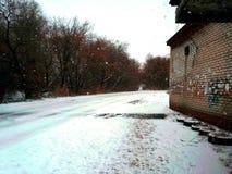 Mañana Nevado en la manera a la universidad Fotografía de archivo libre de regalías