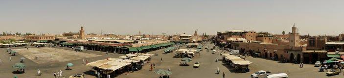 Mañana ocupada en el al-Fna de Jamaa Fotos de archivo