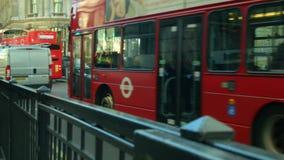 Mañana ocupada en la estación del banco, Londres almacen de video