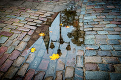Mañana otoñal en la ciudad vieja de Riga Fotografía de archivo