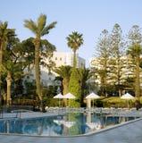 Mañana por la piscina en el hotel en Túnez Imagen de archivo