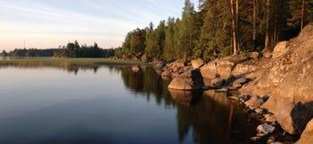 Mañana solar en el lago Imagen de archivo