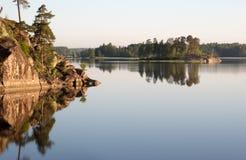 Mañana solar en el lago Fotografía de archivo libre de regalías