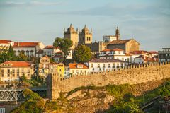 Mañana soleada con una hermosa vista de Oporto portugal Fotografía de archivo libre de regalías