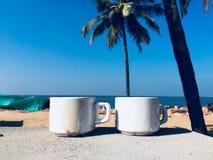 Mañana soleada del café de la playa imagen de archivo libre de regalías