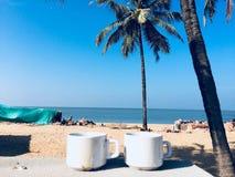 Mañana soleada del café de la playa foto de archivo