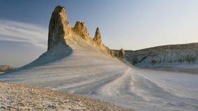 Mañana soleada en el barranco cretáceo blanco magnífico del resbalador 4K de Kasakhstan almacen de metraje de vídeo