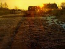 Mañana soleada en el pueblo, finales del invierno Fotos de archivo libres de regalías