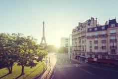 Mañana soleada y torre Eiffel, París, Francia Foto de archivo libre de regalías