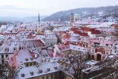 Mañanas del invierno en la ciudad vieja de Praga imágenes de archivo libres de regalías