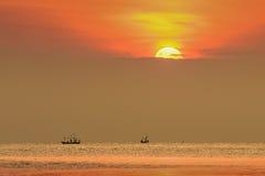 Mała łódź rybacka w morzu Obraz Royalty Free