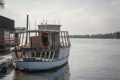 Mała łódka na rzece fotografia royalty free