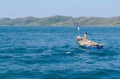 Mała łódka w morzu Fotografia Stock