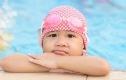 Mała śliczna Azjatycka dziewczyna na bikini kostiumu Obrazy Stock