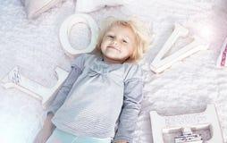 mała śliczna blondynki dziewczyna zdjęcia stock