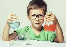 Mała śliczna chłopiec z medycyny szkłem Fotografia Royalty Free
