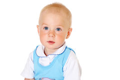 Mała śmieszna chłopiec patrzeje kamery zakończenia portret Zdjęcia Stock