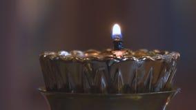 Mała świeczka w Kościelnym candlestick zbiory