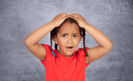 Mała afrykańska dziewczyna z pięknym wyrażeniem zdjęcia royalty free