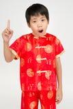 Mała azjatykcia śliczna chłopiec w Chińskim kostiumu fotografia stock