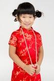 Mała azjatykcia śliczna dziewczyna w Chińskim kostiumu obraz royalty free
