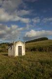 Mała biała kaplica na paśniku w wsi sao Paulo fotografia stock