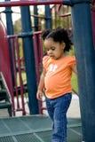 Mała biracial dziewczyna bawić się przy parkiem Obraz Royalty Free