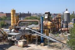 Mała cementowa fabryka przy miast przedmieściami Obrazy Royalty Free