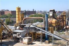 Mała cementowa fabryka przy miast przedmieściami Obrazy Stock