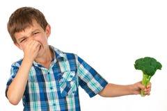 Mała chłopiec Trzyma wiązkę brokuły zdjęcie royalty free