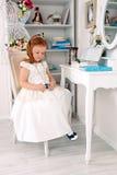 Mała czerwona z włosami dziewczyna z kolią Fotografia Stock