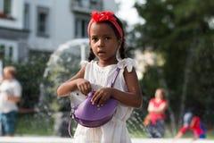 Mała dębna dziewczyna plenerowa Zdjęcia Stock