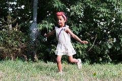 Mała dębna dziewczyna plenerowa Fotografia Stock
