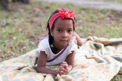 Mała dębna dziewczyna plenerowa Fotografia Royalty Free