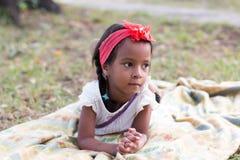 Mała dębna dziewczyna plenerowa Zdjęcie Royalty Free