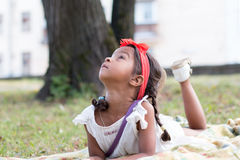 Mała dębna dziewczyna plenerowa Obrazy Royalty Free