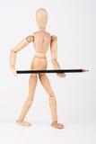 Mała drewniana mannequin pozycja z colour ołówkiem odizolowywającym na whi Obrazy Stock