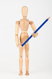 Mała drewniana mannequin pozycja z colour ołówkiem odizolowywającym na whi Fotografia Stock