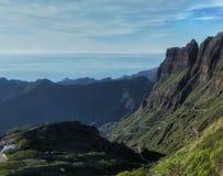 Mała droga w górach Tenerife, Hiszpania - krajobraz fotografia royalty free