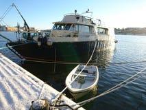 Mała & Duża łódź obrazy stock
