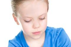 Mała dziewczyna patrzeje w dół z uśmiechem Fotografia Royalty Free