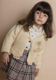 Mała dziewczyna w studiu z z białym tłem fotografia royalty free