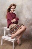 Mała dziewczynka błaź się w studiu Zdjęcia Stock