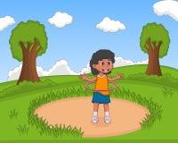 Mała dziewczynka bawić się hula chmielu przy parkową kreskówką Zdjęcia Stock