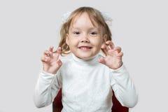 Mała dziewczynka chce straszyć Zdjęcie Stock