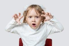 Mała dziewczynka chce straszyć Obraz Royalty Free
