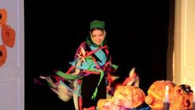 Mała Dziewczynka Dostaje Daleko Halloweenowego kostium zbiory