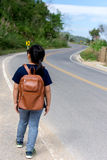 Mała dziewczynka działająca na drodze naprzód daleko od Zdjęcie Stock